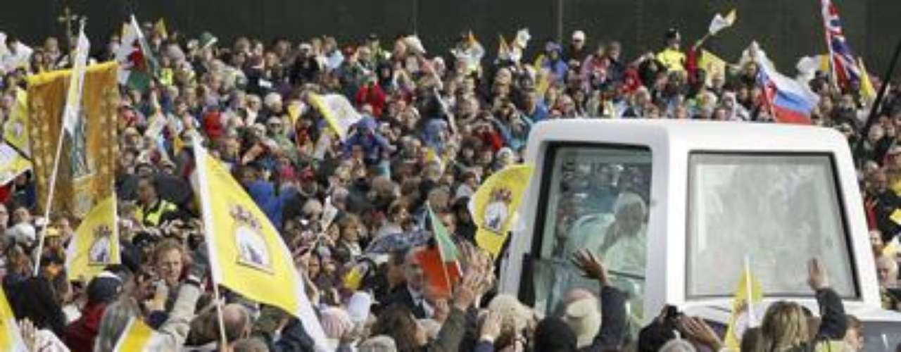 Septiembre 17, 2010: Durante una visita a Gran Bretaña, el papa Benedicto XVI reconoce que la iglesia no actuó con suficiente energía ni rapidez para excomulgar a los sacerdotes que abusaban sexualmente de niños.
