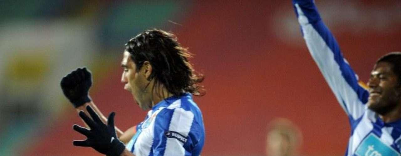 El 30 de septiembre de 2010 marcó el gol de la victoria en el estadio Natsionalen Stadion Vasil Levski de Bulgaria cuando el Porto enfrentó al CSKA