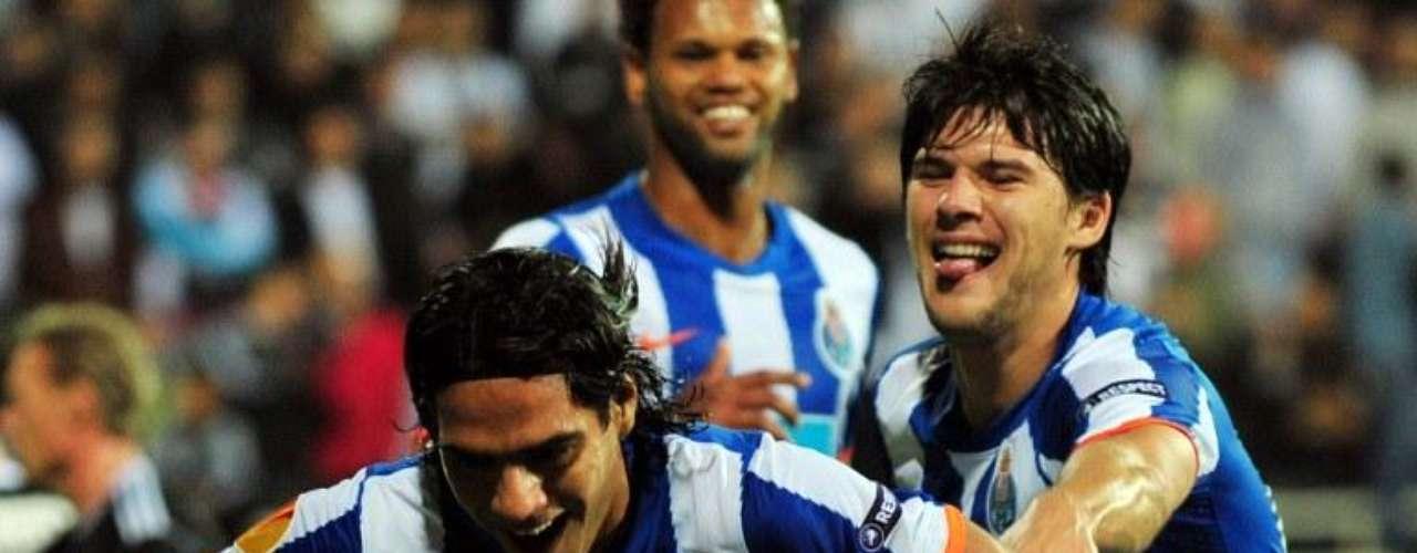 Besiktas volvió a sufrirlo en el partido de vuelta y el 4 de noviembre de 2010, marcó el gol en el minuto 36 ante besiktas que empató al minuto 62
