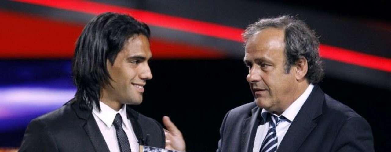 El 26 de agosto de 2011 recibe a manos del presidente de la UEFA, Michel Platini, un homenaje por superar el récord de anotaciones en la Europa League