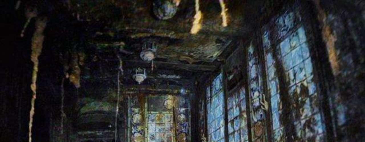 Los baños turcos: Baldosas de cerámica enmarcadas en madera de teca resplandecen en la zona de baños termales de primera clase. «Por primera vez en cien años, vemos lo mismo que vieron los pasajeros en 1912», dice Ken Marschall, quien creó vistas de los interiores combinando múltiples fotos individuales.