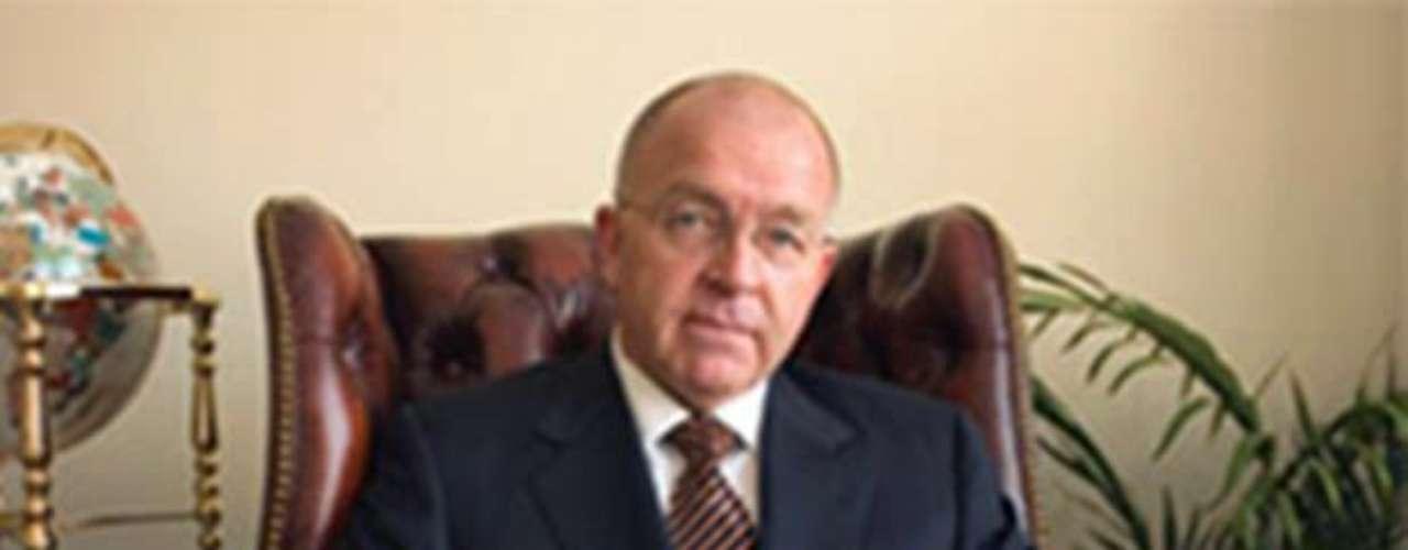 2008: La Iglesia de Dios. En 2006, el ministro de la Iglesia de Dios, Ronald Weinland, publicó un libro llamado  \
