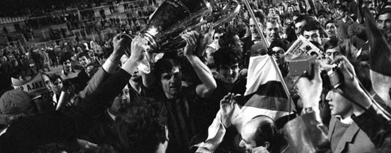 En 1969 se logró el segunfo titulo para el Milan, hattrick de Prati y uno más de Sormani le dieron el campeonato europeo al Ajax en el Bernabéu