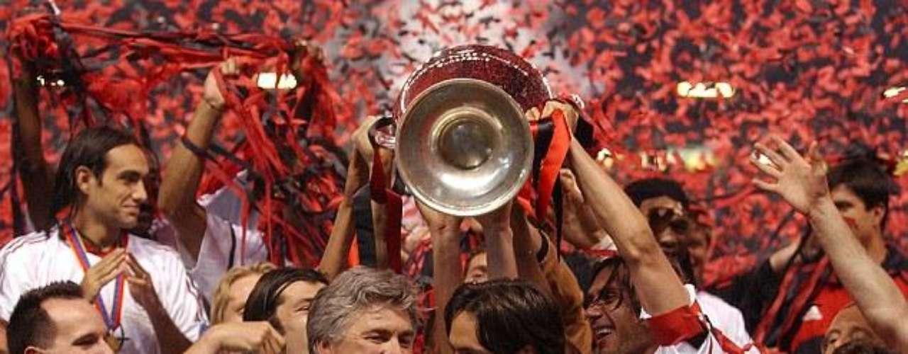 Siete Títulos de Europa posee el Milan, el último lo obtuvo ante el Liverpool en la final del 2007, goles de Pippo Inzaghi le devolvieron la corona Europea al gigante italiano