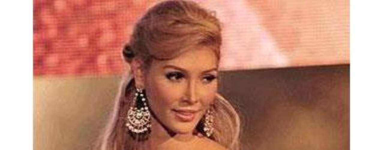 La semana pasada, Denis Davila, el director de Miss Universo Canadá, declaró que Talackova no podía participar porque las reglas de Miss Universo, la organización controlada por el multimillonario estadounidense Donald Trump que posee los derechos de franquicia, exige que los aspirantes sean \