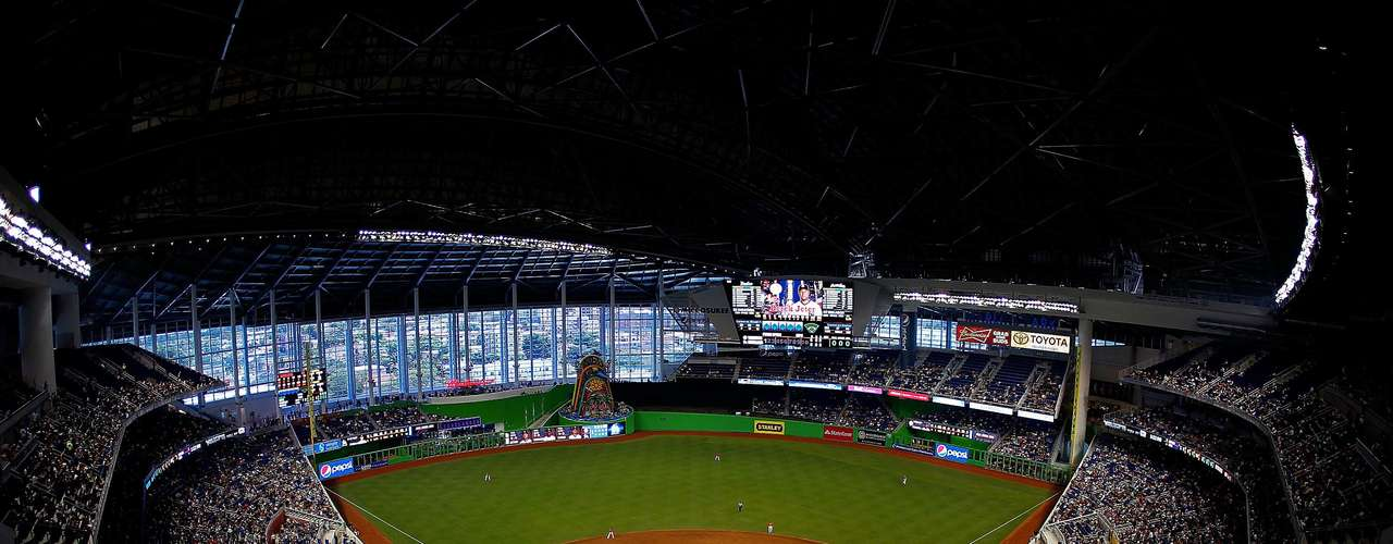 Los Marlins de Miami estrenan parque para esta campaña.