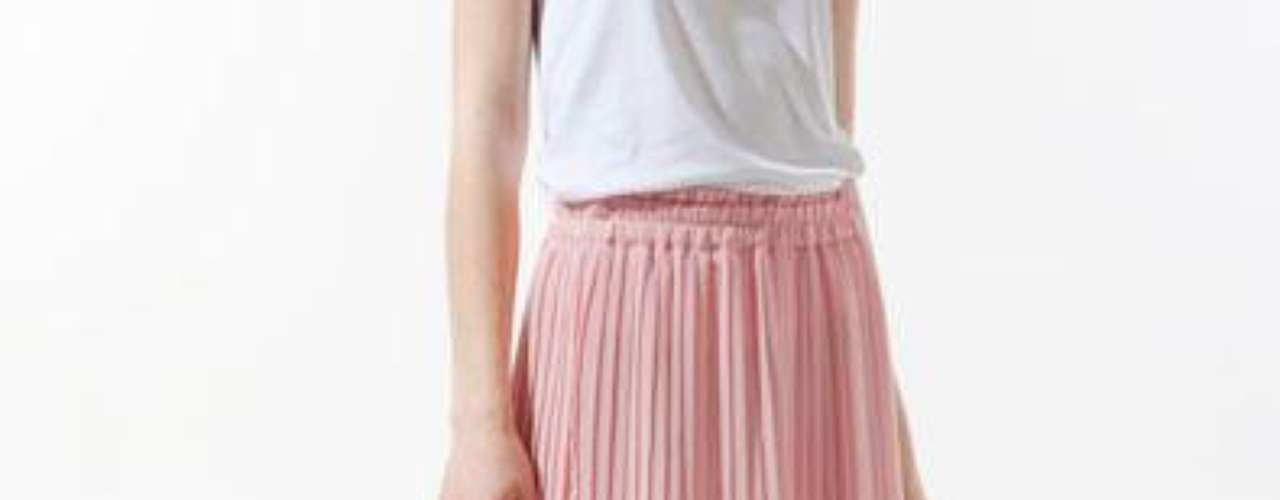 Minifalda plisada asimétrica a 59,90 USD en Zara