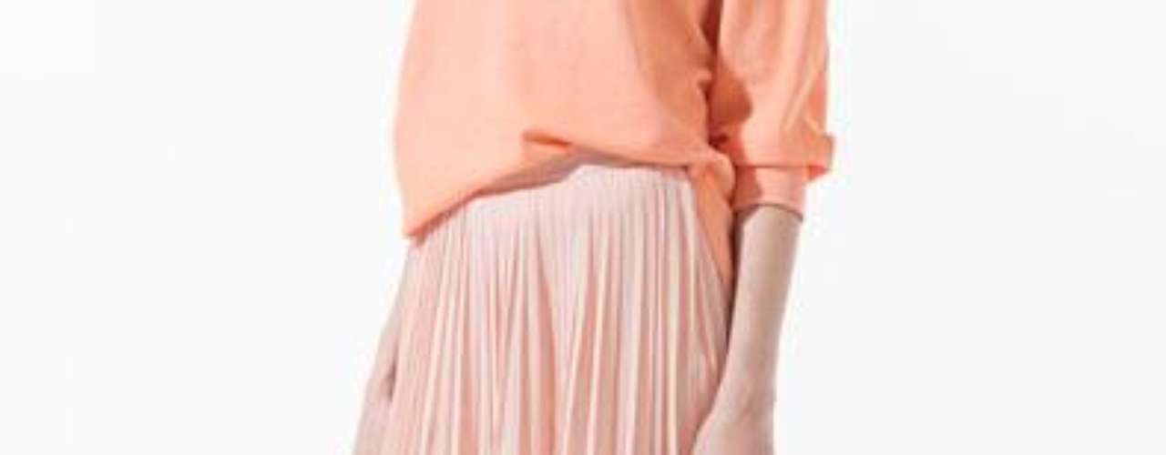 Falda plisada asimétrica a 59,90 USD en Zara