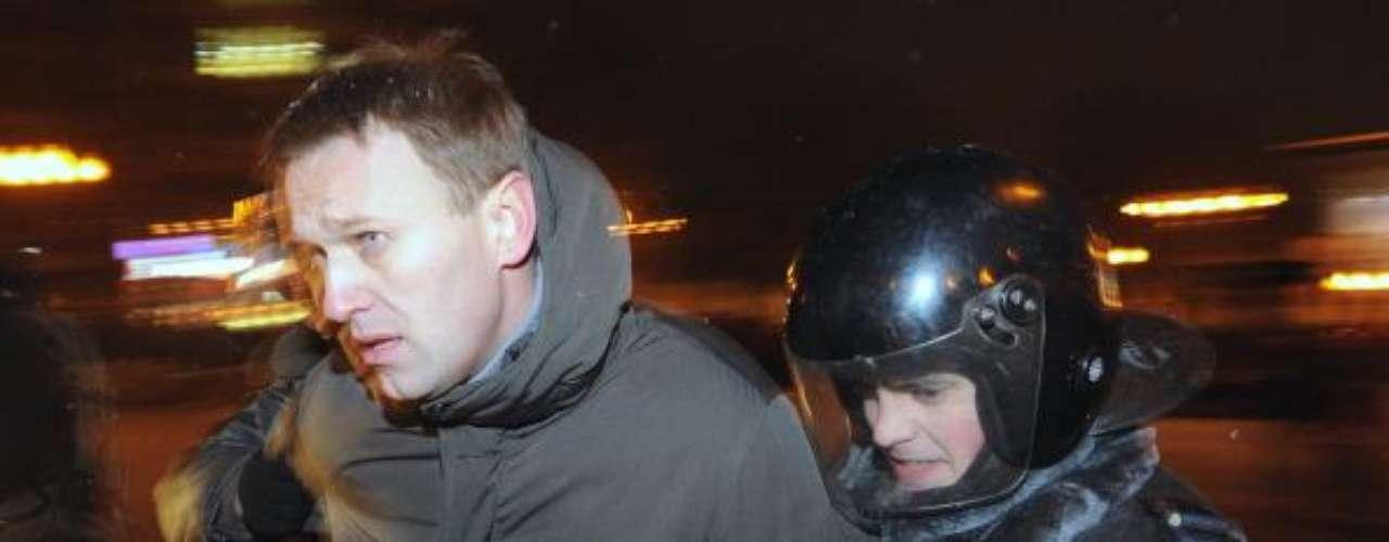 La lista continúa con figuras cuyos balances quedan en negativo (gran cantidad de votos a favor, pero aún más en contra), hasta llegar a otro personaje relacionado a internet. Se trata de Alexei Navalny, un blogger ruso que es uno de los líderes de la oposición contra Vladimir Putin. Fue quien encabezó las marchas masivas contra el presidente y su deseo es crear un partido propio.