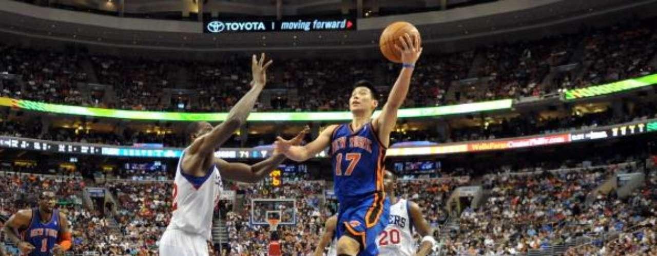 Por fuera del ámbito político-tecnológico, quien más votos recolectó fue el nuevo jugador estrella de la NBA, Jeremy Lin (número 17). En febrero estaba en la banca de un pobre equipo de New York Knicks. Pero Lin, en sus primeros cinco partidos, anotó 136 puntos generando un furor colectivo entre los hinchas. Con 89.691 votos a favor (sólo 9.570 en contra), quedó por encima de Lionel Messi, con 78.978. Ambos figuran entre los más votados de la lista.