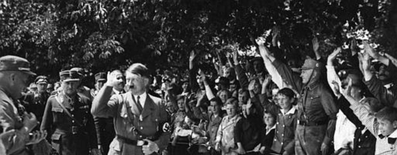 Los números tampocos son precisos a la hora de contabilizar las muertes del holocausto nazi de Adolf Hitler. Las estimaciones van de los 10 a los 20 millones de asesinatos, principalmente judíos, pero también gitanos, eslavos, homosexuales, disminuidos y antinazis. 6 de cada 7 judíos murieron por hambre, enfermedad o asfixiados en las cámaras de gas.