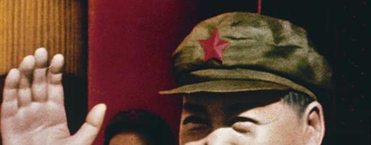 Mao Tsé Tung comandó China desde 1949 hasta 1976. En 27 años de poder, este \