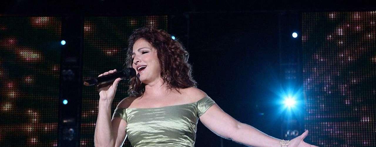 """Gloria Estefan hizo un rémix del tema """"Hotel Nacional"""" con La Banda El Recodo. La canción que se ubicó en la posición número uno de diferentes charts de música latina en Estados Unidos, ahora viene a dejar huella en el género regional mexicano a ritmo de banda."""