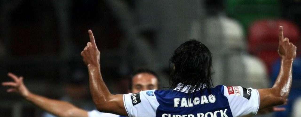El Tigre sumó su primer doblete ante Olhanense en la séptima fecha de la Liga. Allí marcó a los 13 y 84 minutos, el resultado final fue 3-0 para Porto en condición de visitante.