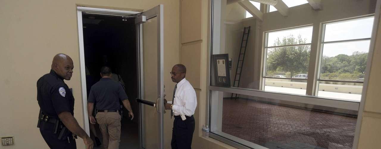 Corey fue asignada expresamente a este caso por el gobernador de Florida, Rick Scott, después de que su antecesor, Norm Wolfinger, pidiera el relevo. Desde un principio, ella dijo no necesitar la investigación paralela del caso por parte de un gran jurado.
