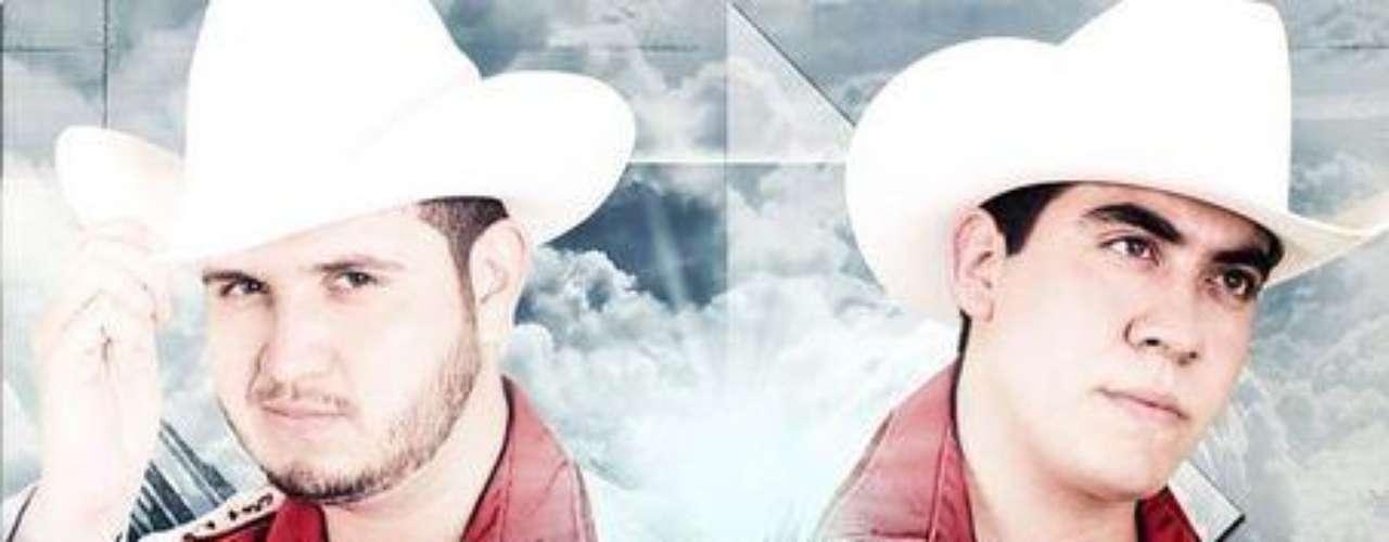 """La agrupación Calibre 50 con el álbum """"El Buen Ejemplo"""", lanzado hace un par de semanas, se colocó en la posición número 2 de los más vendidos de Mixup, la tienda más importante de música en México y en Estados Unidos están dentro del top 10 de ventas, reseñaron en su sitio oficial."""