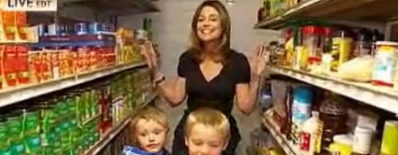 Los Duggars  gastan  por lo menos 3.000 dólares mensuales en comida.  Consumen 48 cajas de cereales y cinco docenas de huevo al mes.