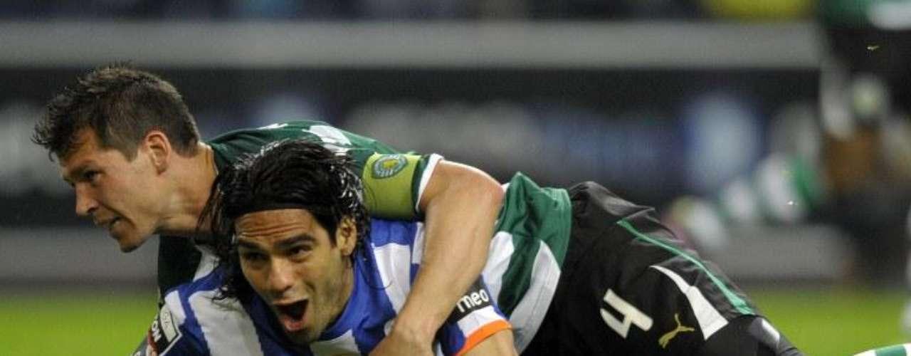 A Sporting le marcó otro de sus dobletes y así sentenciaba el título del Porto durante esa temporada, Falcao marcó al minuto 26 y 46 durante el 17 de abril de 2011.