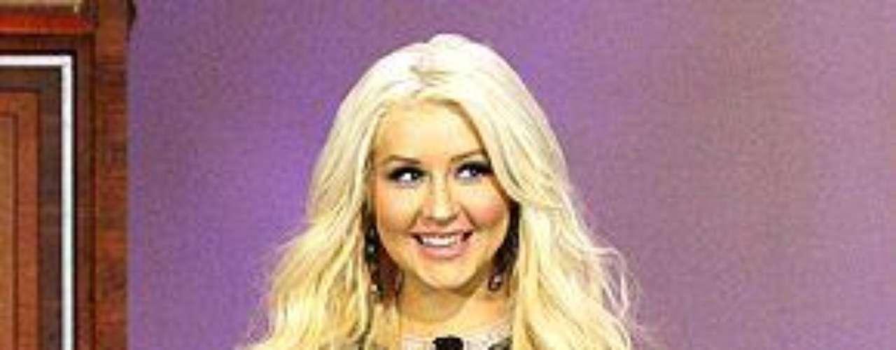 Sin embargo Christina dice estar conforme con su cuerpo y a  las críticas no les da importancia: \