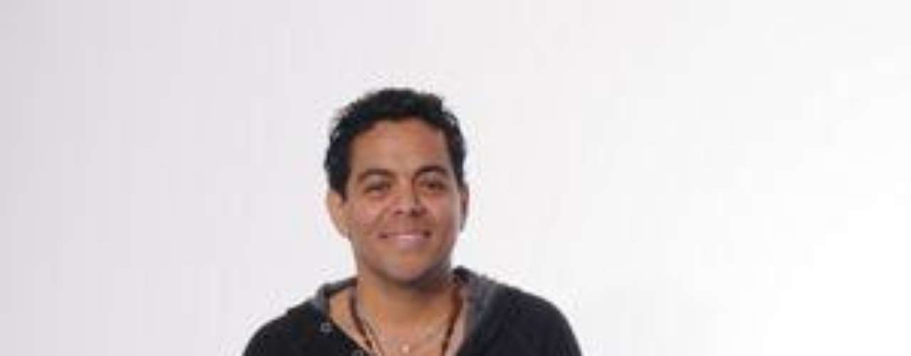 Sergio Vargas: Oriundo de Ciénaga, Magdalena imita al merenguero dominicano desde que lo escuchó por vez primera. Vive en Bogotá como cantante en un bar en el barrio Galerías. Toca la guitarra y está en el programa para rendirle homenaje a un amigo que perdió hace un tiempo.