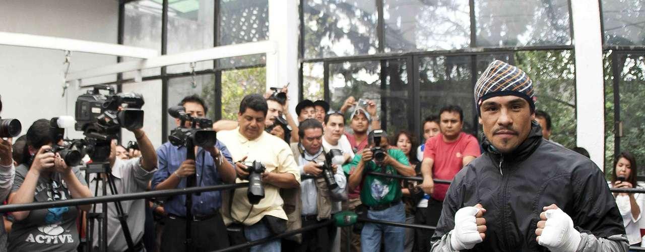 El boxeador mexicano Juan Manuel Márquez ofreció un entrenamiento a los medios de comunicación este martes, como parte de su preparación de cara al compromiso del próximo sábado que marcará su regreso a la Ciudad de México, donde no pelea desde hace 18 años.