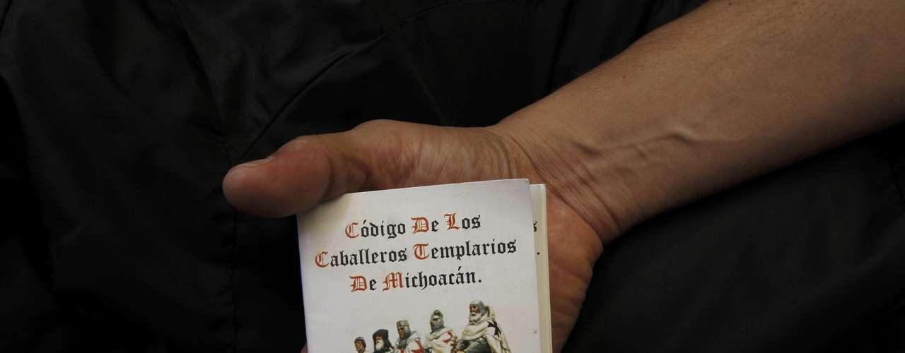 Los 'Caballeros Templarios' poseen un código en el que pretenden dar a conocer sus principios de acción, sus reglas de conducta y formas organizativas. Se asumen como una 'orden' que nació con el propósito de 'proteger a los habitantes del Estado libre, soberano y laico de Michoacán'.
