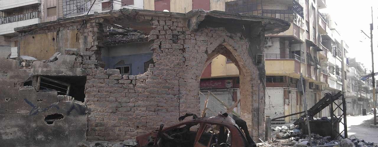 La oposición siria dio a concer imágenes de la destrucción de edificios causada por el gobierno en Homs, Siria, mientras Damasco anunció que el ejército pondrá fin a sus operaciones contra los \