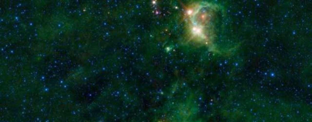 La nebulosa NGC 2174, ubicada en la frontera de las constelaciones de Geminis y Orion y que presenta una hermosa imagen de luz y color, justifica su denominación por NASA como \