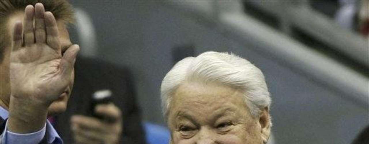Boris Yeltsin, el primer presidente de la Federación Rusa (1991-1999), luchó muchos años contra su adicción al alcohol, según numerosos reportes. En su visita a EE.UU., en 1989, el periódico La Repubblica, por ejemplo, publicó que Yeltsin se presentó en público borracho.