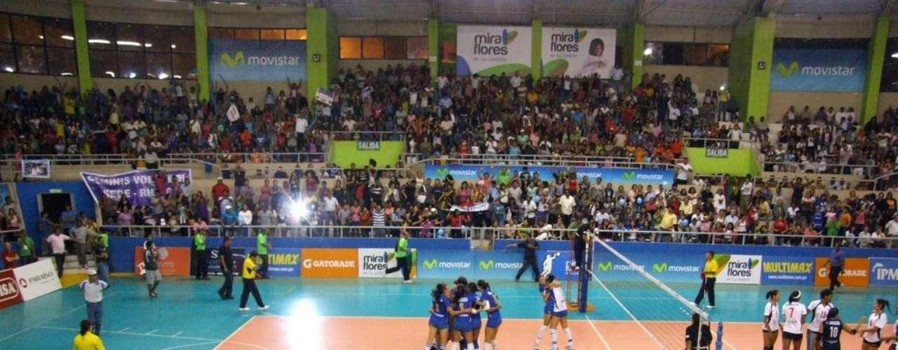 El estadio Manuel Bonilla fue una locura tras triunfo de las de Comas.