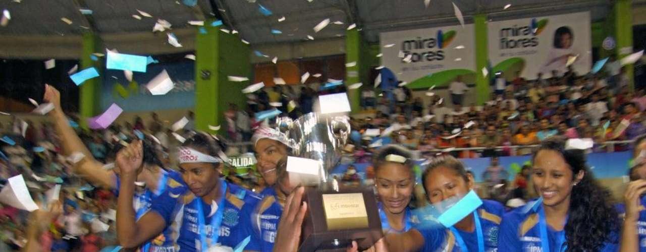 Géminis se coronó campeón de la Liga Nacional de Vóley. Las chicas dieron la vuelta olímpica.