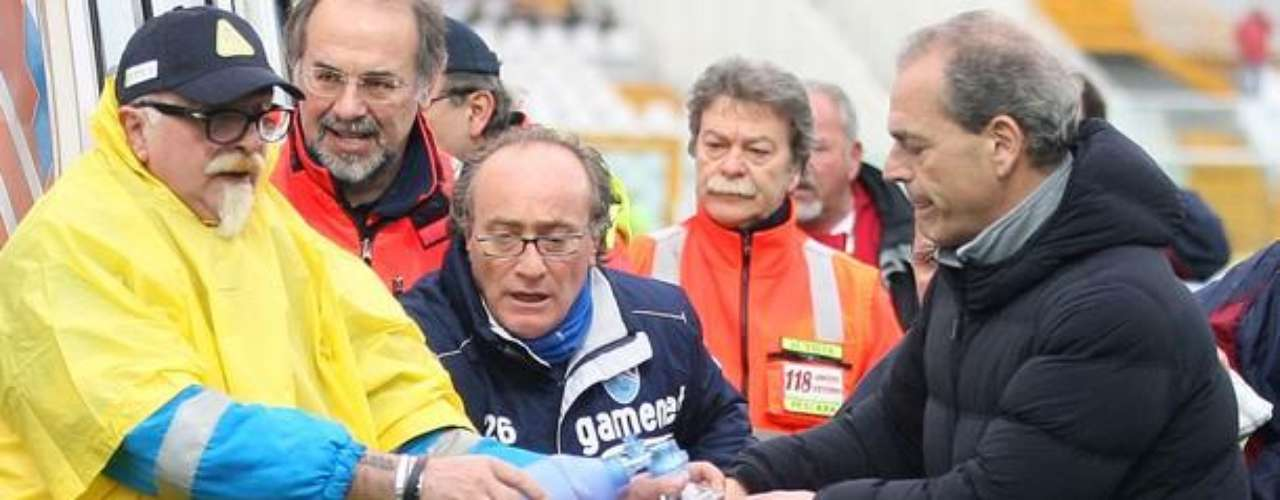 Un ataque al corazón le impidió seguir jugando y se desvaneció en el campo de juego donde de inmediato fue atendido
