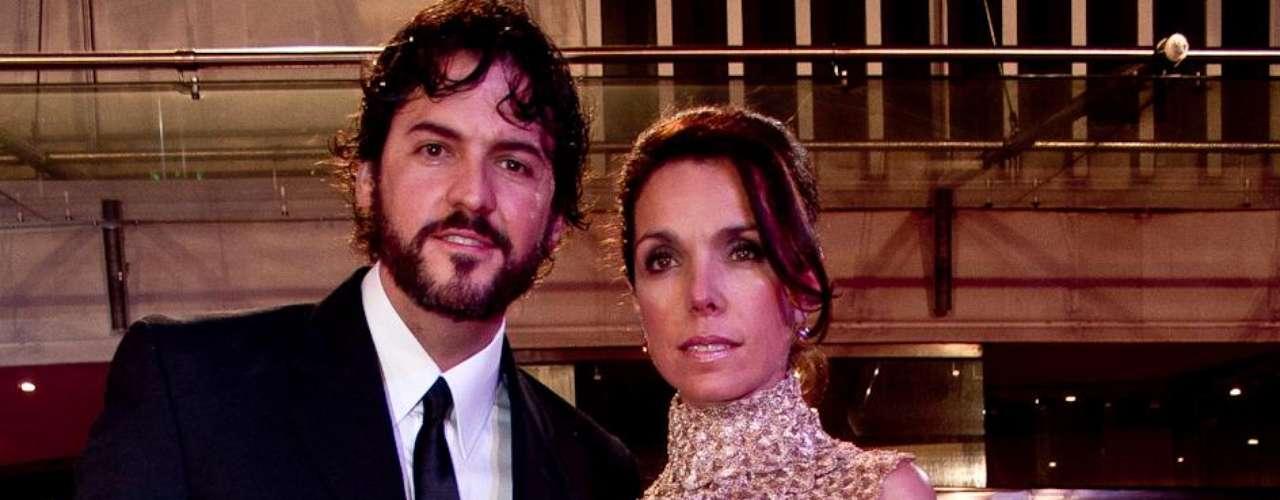 Rodrigo Candamil y Adriana Romero: Algunos famosos desfilaron por la alfombra roja de los TVyNovelas en compañía de sus novios o esposos. Estas fueron las parejas que más causaron sensación durante la edición número 21 de los premios.