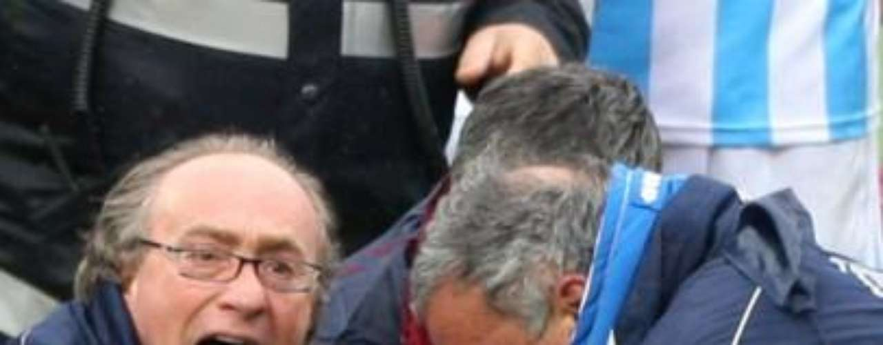 El jugador del Livorno, Piermario Morosini, perdió la vida en el campo de juego mientras disputaba un partido de la Serie B italiana el 14 de abril del 2012