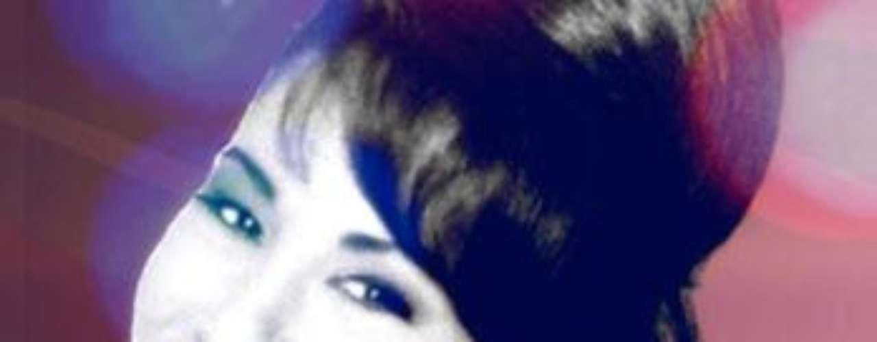 El genio de Selena Quintanilla continúa vivo, pues se coronó como una reina nuevamente, al adueñarse de la posición de honor en el chart Latin Álbums de Billborad con su reciente producción discográfica \