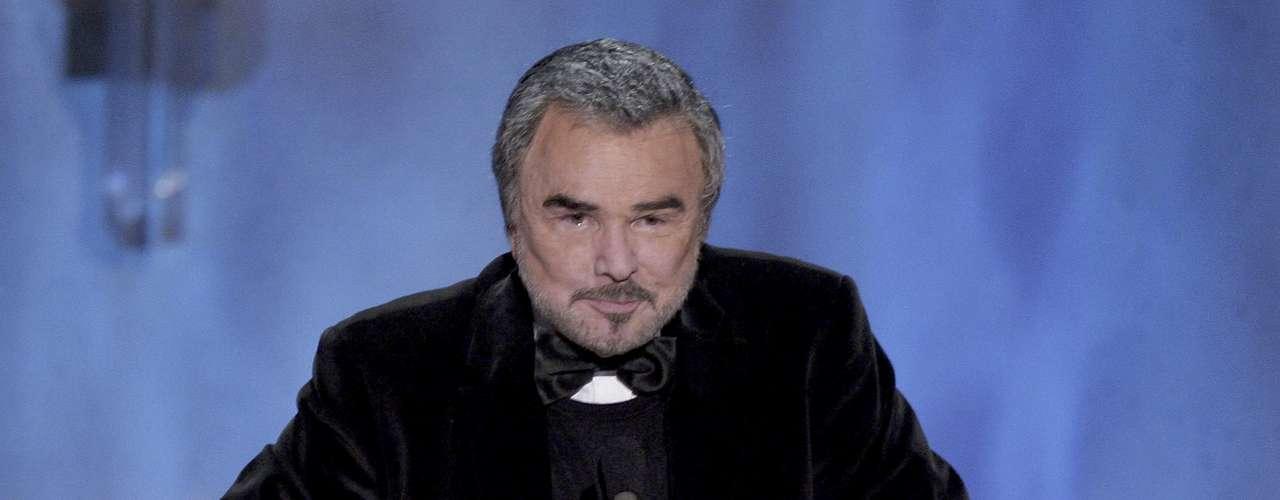 El actor y comediante estadounidense, Burt Reynolds, aún está pagando USD$225 mil dólares por una deuda que adquirió en la década pasada.