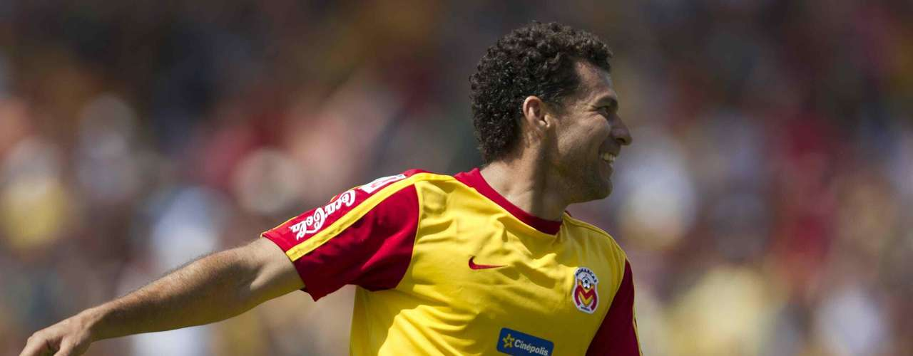 Miguel Sabah surgió de la cantera de Chivas, pero siempre fue un jugador más. Su palmarés goleador lo demostró cuando salió del Rebaño. Un posible regreso es una apuesta que le podría costar caro a Guadalajara. Se lesiona seguido y ya es un jugador que estará llegando a los 33 años, por lo que no podría ser un referente goleador en Chivas por mucho tiempo.