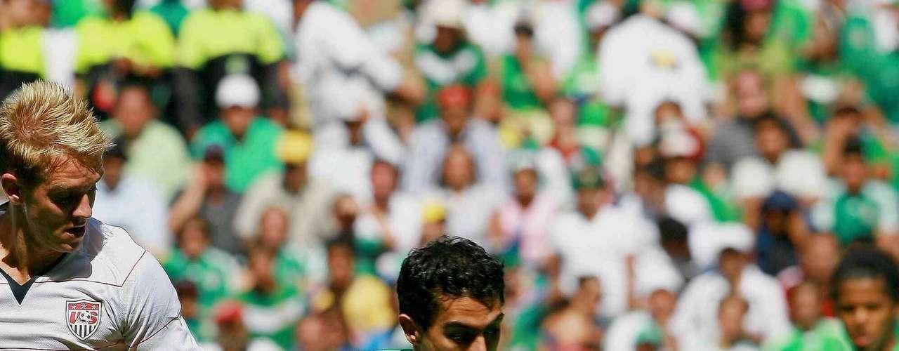 Nery Castillo ha vuelto a sonar para llegar a Chivas. Llegó a entrenar con el equipo tiempo atrás, pero la incorporación no se concretó. Luce complicado que Castillo venga a  México, tomando en cuenta que es titular con el Aris y el objetivo de Nery ha sido siempre triunfar en Europa.