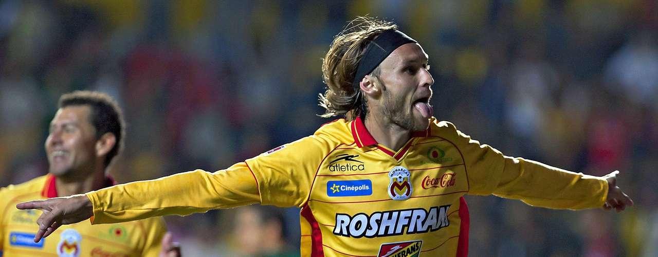 Gerardo Lugo está despuntando con Morelia, es un jugador clave en el esquema de Tomás Boy, que lo mismo asiste, que anota. Su estilo de juego puede adaptarse a lo que pudiera pretender Chivas, teniendo en cuando que es factible la salida de Alberto Medina.