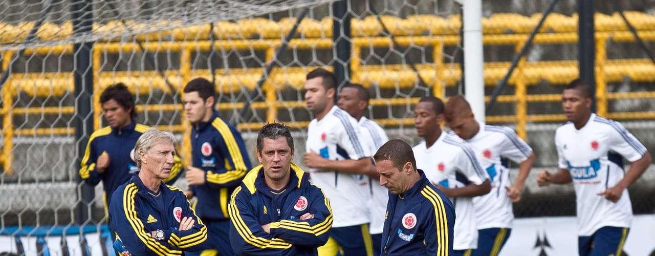 Con trabajos de recuperación inició el microciclo programado por José Pekerman al frente de la selección Colombia. 16 jugadores del fútbol colombiano estuvieron presentes en el primer entrenamiento, que se llevó a cabo en el estadio de Techo en Bogotá.