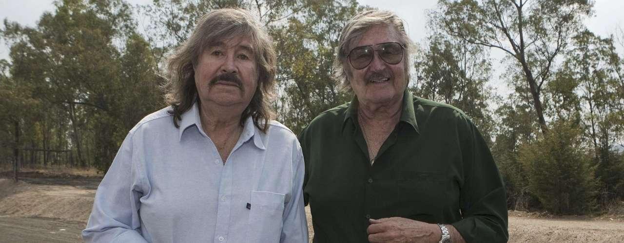 Los Hermanos Carrión estuvieron presentes en la conferencia de prensa para anunciar \