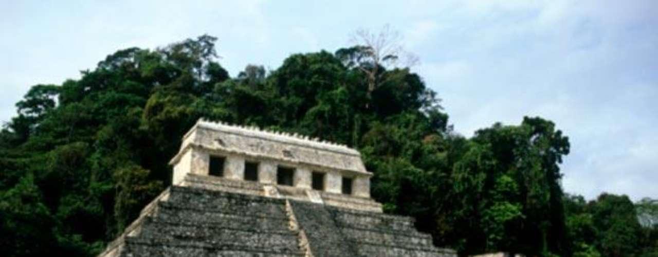 Templo de las inscripciones. Se encuentra en la ciudad maya de Palenque y destaca por su alto grado de conservación. Fue construido en el año 675 d.C. en el territorio actual de Chiapas.