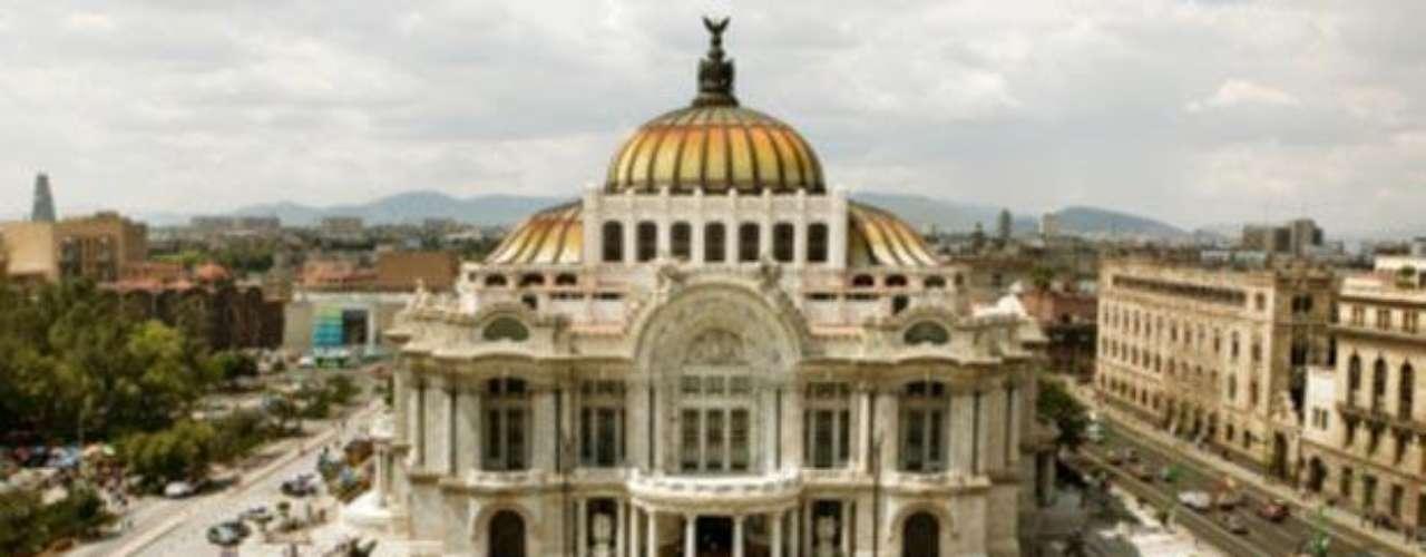 Palacio de Bellas Artes. Un emblema de la Ciudad de México. Es el centro cultural más importante del país y declarado Monumento Artístico desde 1987 por la UNESCO.