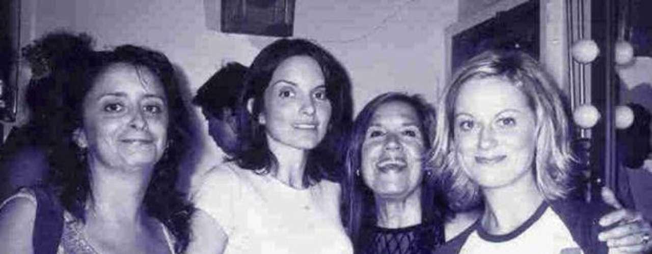 Rachel Dratch, Tina Fey, Charna Halpern y Amy Poehler. Las tres conocidas comediantes también son alumnas de Charna.