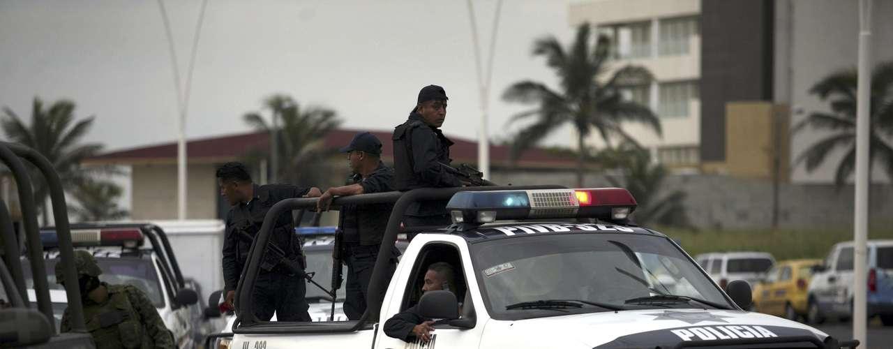 De acuerdo a sus planes de campaña citadas en su página de internet, el candidato Peña Nieto se compromete a recuperar la paz y la libertad disminuyendo al menos en 50% la tasa de homicidios y de secuestros, y reduciendo las extorsiones y la trata de personas.