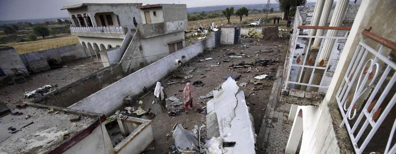 En julio de 2010, un Airbus 321 de la empresa privada Airblue se estrelló contra las sierras próximas a Islamabad. Las 152 personas a bordo murieron en el desastre, también provocado por mal tiempo, intensas lluvias y pobre visibilidad.