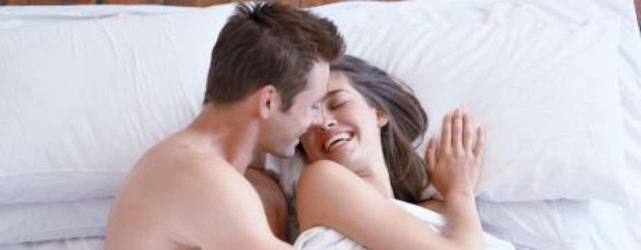 Experimentar e innovar en el sexo es primordial para no llegar a situaciones de aburrimiento y monotonía. Así que deja la pena y juega en la cama con lo que se te ocurra.