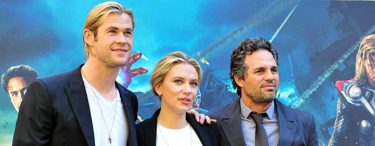 Chris Hemsworth, Scarlett Johansson y Mark Ruffalo. Tras su paso por Los Ángeles y Londres el elenco de superhéroes continúa su gira de promoción. El film dirigido por Joss Whedon es uno de los más esperados de 2012. Su estreno en Colombia es el 27 de abril.