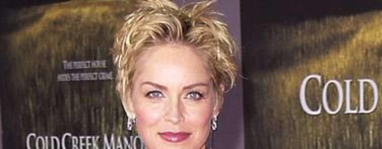 Sharon Stone perdió  numerosos embarazos mientras estaba casada con Phil Brostein. Finalmente se decidió por la adopción. Ahora es madre adoptiva de Roan, Laird y Quinn.