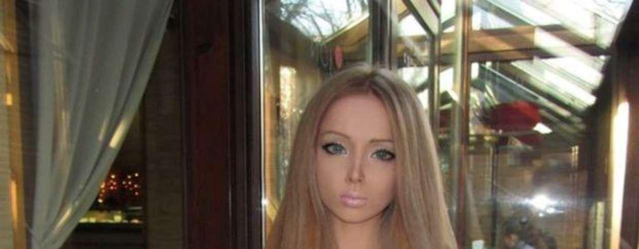 Valeria se suma a la lista de de chicas que por estos días buscan parecer una muñeca